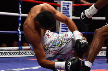MANCHESTER, UNITED KINGDOM - SEPTEMBER 06:  Amir Khan (L) is knocked out in the first round by Breidis Prescott during Lightweight WBO Inter continental title fight on September 6, 2008 at MEN arena Manchester, England.  (Photo by John Gichigi/Getty Image