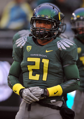 EUGENE, OR - NOVEMBER 26: Running back LaMichael James #21 of the Oregon Ducks goes through warm ups before the game against the Arizona Wildcats at Autzen Stadium on November 26, 2010 in Eugene, Oregon. The Ducks won the game 48-29.(Photo by Steve Dykes/