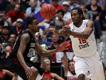 TUCSON, AZ - MARCH 19:  Kawhi Leonard #15 of the San Diego State Aztecs passes the ball past Ramone Moore #23 of the Temple Owls during the third round of the 2011 NCAA men's basketball tournament at McKale Center on March 19, 2011 in Tucson, Arizona.  (P