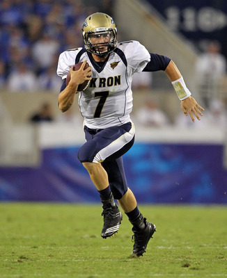 LEXINGTON, KY - SEPTEMBER 18:  Patrick Nicely #7 of the Akron Zips runs with the ball during the game against the Kentucky Wildcats at Commonwealth Stadium on September 18, 2010 in Lexington, Kentucky.  (Photo by Andy Lyons/Getty Images)