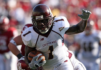 BLOOMINGTON, IN - NOVEMBER 01: kito Poblah #1 of the Central Michigan Chippewas runs with the ball during the game against the Indiana Hooisers at Memorial Stadium on November 1, 2008 in Bloomington, Indiana.  (Photo by Andy Lyons/Getty Images)