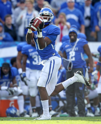 LEXINGTON, KY - NOVEMBER 13:  Chris Matthews #8 of the Kentucky Wildcats runs for a touchdown after a reception during the game against the Vanderbilt Commodores at Commonwealth Stadium on November 13, 2010 in Lexington, Kentucky.  (Photo by Andy Lyons/Ge