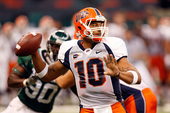 NEW ORLEANS - NOVEMBER 07:  Quarterback Trevor Vittatoe #10 of the UTEP Miners looks to pass against the Tulane Green Wave at Louisana Superdome on November 7, 2009 in New Orleans, Louisiana.  (Photo by Ronald Martinez/Getty Images)