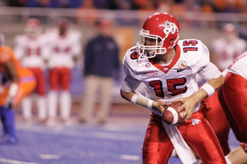 BOISE, ID - NOVEMBER 19:  Ryan Colburn #15 of the Fresno State Bulldogs looks for the handoff against the Boise State Broncos at Bronco Stadium on November 19, 2010 in Boise, Idaho.  (Photo by Otto Kitsinger III/Getty Images)