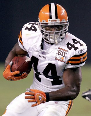 CLEVELAND - AUGUST 18:  Lee Suggs #44 of the Cleveland Browns looks for open running room against the Detroit Lions during a pre season game at Cleveland Browns Stadium on August 18, 2006 in Cleveland, Ohio. (Photo By Gregory Shamus/Getty Images)