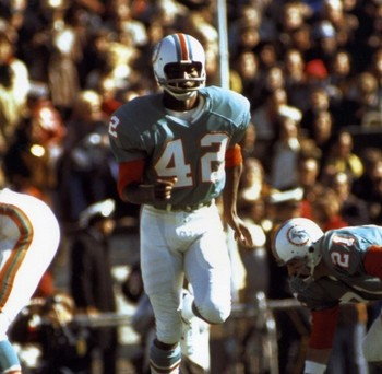 http://www.halloffamememorabilia.com/images/products/p-62198-paul-warfield-miami-dolphins-8x10-photo-hf-9329.jpg