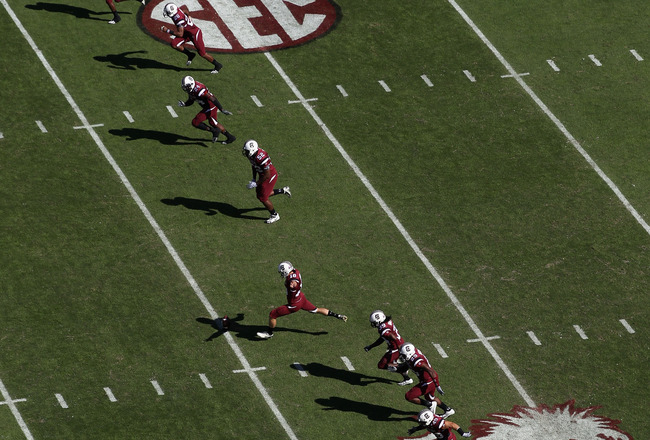 COLUMBIA, SC - OCTOBER 30:  A general view of a kick-off between the Tennessee Volunteers and South Carolina Gamecocks during their game at Williams-Brice Stadium on October 30, 2010 in Columbia, South Carolina.  (Photo by Streeter Lecka/Getty Images)