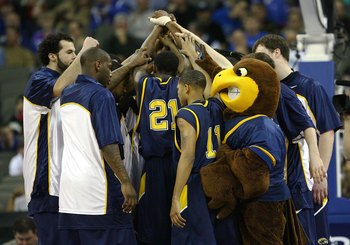 OMAHA, NE - MARCH 20:  The Kent State Golden Flashes huddle up before their game against the UNLV Runnin' Rebels during the Midwest Region first round of the 2008 NCAA Men's Basketball Tournament on March 20, 2008 at the Qwest Center in Omaha, Nebraska. U