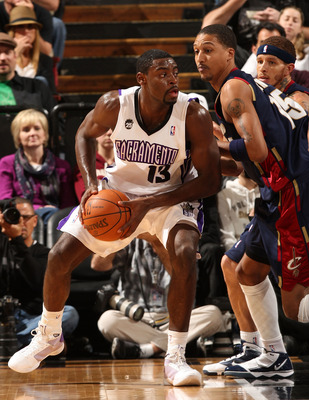 SACRAMENTO, CA - DECEMBER 23:  Tyreke Evans #13 of the Sacramento Kings drives against Jamario Moon #15 of the Cleveland Cavaliers during an NBA game at ARCO Arena on December 23, 2009 in Sacramento, California.  NOTE TO USER: User expressly acknowledges