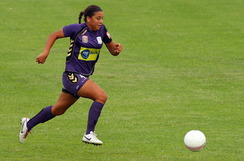PERTH, AUSTRALIA - JANUARY 23:  Samantha Kerr of the Glory runs onto the ball during the round 11 W-League match between the Perth Glory and the Melbourne Victory at 6PR Stadium on January 23, 2011 in Perth, Australia.  (Photo by Paul Kane/Getty Images)
