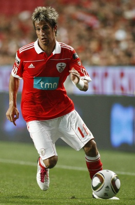 LISBON, PORTUGAL - AUGUST 28:  Fabio Coentrao of Benfica controls the ball during the Portuguese Liga match between Benfica and Vitoria Setubal at Luz Stadium on August 28, 2010 in Lisbon, Portugal.  (Photo by Patricia de Melo/EuroFootball/Getty Images)