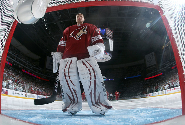 GLENDALE, AZ - APRIL 20:  Goaltender Ilya Bryzgalov #30 of the Phoenix Coyotes in Game Four of the Western Conference Quarterfinals against the Detroit Red Wings during the 2011 NHL Stanley Cup Playoffs at Jobing.com Arena on April 20, 2011 in Glendale, A