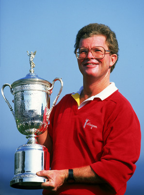 PEBBLE BEACH - JUNE:  Tom Kite of the USA holds the trophy after victory in the US Open at Pebble Beach in California, USA in June 1992. (photo by David Cannon/Getty Images)
