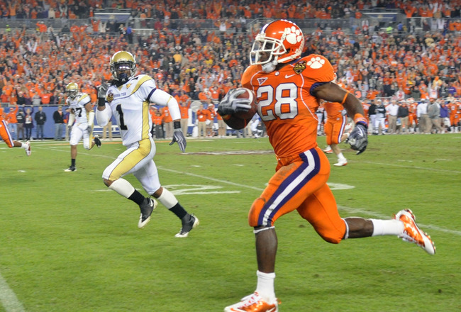 TAMPA, FL - DECEMBER 5: Running C. J. Spiller #28 of the Clemson Tigers runs 41-yards for a second-quarter touchdown   against the Georgia Tech Yellow Jackets in the 2009 ACC Football Championship Game December 5, 2009 at Raymond James Stadium in Tampa, F