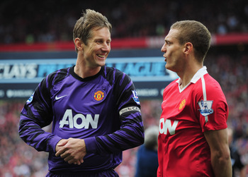 MANCHESTER, ENGLAND - MAY 22:  Edwin van der Sar of Manchester United talks to Nemanja Vidic as he plays his final league match prior to the Barclays Premier League match between Manchester United and Blackpool at Old Trafford on May 22, 2011 in Mancheste