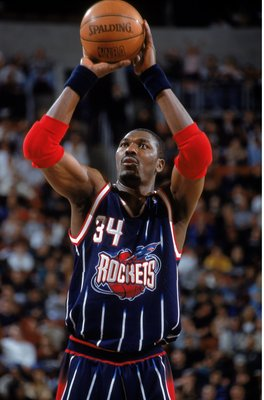 9 Dec 2000:  Hakeem Olajuwon #34 of the Houston Rockets gets ready to shoot a free throw during the game against the Seattle SuperSonics at Key Arena in Seattle, Washington. The Rockets defeated the SuperSonics 111-104.    NOTE TO USER: It is expressly un