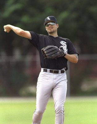 27 Feb 1997:  Third baseman Robin Ventura of the Chicago White Sox throws the ball during spring training in Sarasota, Florida. Mandatory Credit: Andy Lyons  /Allsport