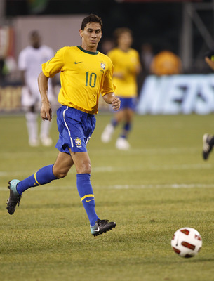 EAST RUTHERFORD, NJ - AUGUST 10: Paulo Henrique Ganso #10 of Brazil runs upfield in the first half of a friendly match against the U.S. at the New Meadowlands on August 10, 2010 in East Rutherford, New Jersey. (Photo by Jeff Zelevansky/Getty Images)