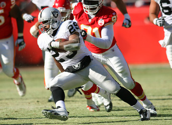 KANSAS CITY, MO - JANUARY 02:  Running back Michael Bush #29 of the Oakland Raiders runs down field in a game against the Kansas City Chiefs at Arrowhead Stadium on January 2, 2011 in Kansas City, Missouri.  (Photo by Tim Umphrey/Getty Images)
