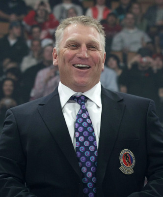 TORONTO, ON - NOVEMBER 08: Brett Hull shows off his Hall of Fame blazer at the Hockey Hall of Fame Legends Game at the Air Canada Centre on November 8, 2009 in Toronto, Canada. (Photo by Bruce Bennett/Getty Images)