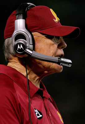 MINNEAPOLIS, MN - DECEMBER 23:  Head coach Joe Gibbs of the Washington Redskins on the sidelines against the Minnesota Vikings December 23, 2007 at the H.H.H. Metrodome in Minneapolis, Minnesota  (Photo by Matthew Stockman/Getty Images)