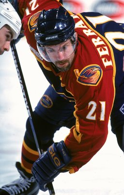 20 Nov 1999: Ray Ferraro #21 of the Atlanta Thrashers gets ready for the face off during a game against the Buffalo Sabres  at the Marine Midland Arena in Buffalo, New York. The Sabres defeated the Thrashers 4-3. Mandatory Credit: Rick Stewart  /Allsport