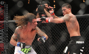 02-clay-guida-def-anthony-pettis-238_display_image