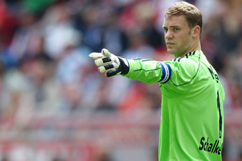 This way to the CL-Finals? Neuer follows Olli Kahn's advice.