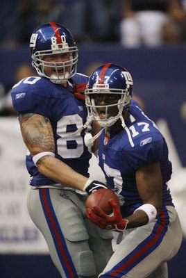 IRVING, TX - SEPTEMBER 9:  Plaxico Burress #17 and Jeremy Shockey #80 of the New York Giants celebrate against the Dallas Cowboys during the NFL game on September 9, 2007 at Texas Stadium in Irving, Texas.  (Photo by Layne Murdoch/Getty Images).