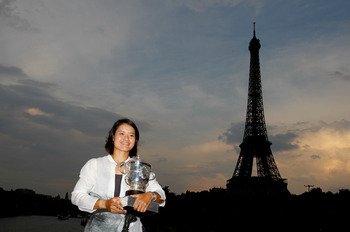 PARIS, FRANCE - JUNE 04:  Women's singles champion Na Li of China poses with the trophy by the banks of the River Seine on day fourteen of the French Open on June 4, 2011 in Paris, France.  (Photo by Matthew Stockman/Getty Images)