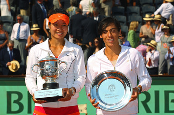 PARIS, FRANCE - JUNE 04:  Women's champion Na Li of China and runner up Francesca Schiavone of Italy pose with the trophies during the women's singles final match between Francesca Schiavone of Italy and Na Li of China on day fourteen of the French Open a