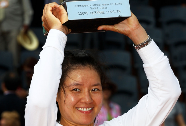 PARIS, FRANCE - JUNE 04:  Na Li of China lifts the trophy following her victory during the women's singles final match between Francesca Schiavone of Italy and Na Li of China on day fourteen of the French Open at Roland Garros on June 4, 2011 in Paris, Fr