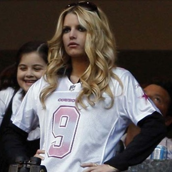 Jessica-simpson-cheers-tony-romo-1_display_image