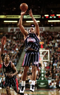 20 Nov 1999: Charles Barkley #4 of the Houston Rockets makes a jump shot during a game against the Seattle SuperSonics at the Key Arena in Seattle, Washington. The Sonics defeated the Rockets 110-107.  Mandatory Credit: Otto Greule Jr.  /Allsport