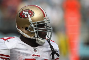 CHARLOTTE, NC - OCTOBER 24:  Frank Gore #21 of the San Francisco 49ers against the Carolina Panthers during their game at Bank of America Stadium on October 24, 2010 in Charlotte, North Carolina.  (Photo by Streeter Lecka/Getty Images)