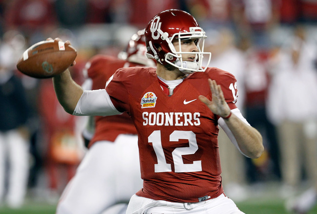 GLENDALE, AZ - JANUARY 01:  Landry Jones #12 of the Oklahoma Sooners throws the ball in the first half against the Connecticut Huskies during the Tostitos Fiesta Bowl at the Universtity of Phoenix Stadium on January 1, 2011 in Glendale, Arizona.  (Photo b