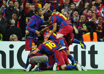 LONDON, ENGLAND - MAY 28:  David Villa of FC Barcelona is mobbed by teammates as they celebrate after he scores their third goal during the UEFA Champions League final between FC Barcelona and Manchester United FC at Wembley Stadium on May 28, 2011 in Lon