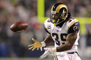 SEATTLE, WA - JANUARY 02:  Running back Steven Jackson #39 of the St. Louis Rams looks to catch the ball against the Seattle Seahawks during their game at Qwest Field on January 2, 2011 in Seattle, Washington.  (Photo by Otto Greule Jr/Getty Images)