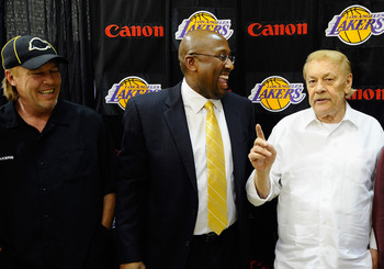 EL SEGUNDO, CA - MAY 31:  Mike Brown, (C) the new head coach for the Los Angeles Lakers, looks at team owner Jerry Buss (R) speaks while Jim Buss, vice president of player personnel, looks on after Brown's introductory news conference at the team's traini