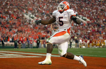 PASADENA, CA - JANUARY 01:  Running back Rashard Mendenhall #5 of the Illinois Fighting Illini celebrates after scoring the Illini's first touchdown in the third quarter over the USC Trojans in the 'Rose Bowl presented by Citi' at the Rose Bowl on January