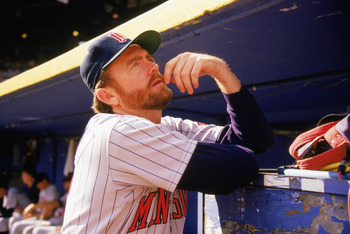 1989:  Bert Blyleven of the Minnesota Twins stands in the dugout during a game in the 1989 season.  (Photo by: Jonathan Daniel/Getty Images)