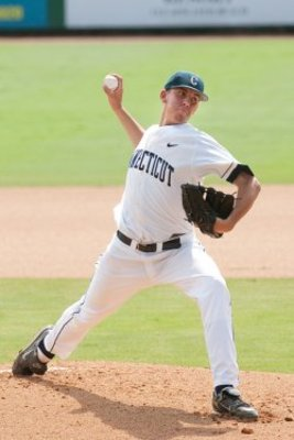 Uconnpitcher-0413_display_image