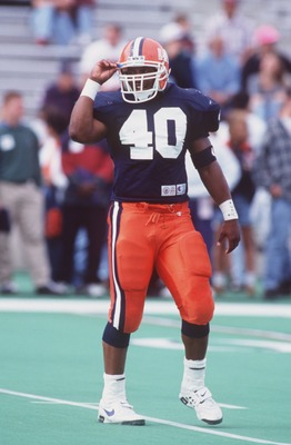 15 OCT 1994:  LINEBACKER DANA HOWARD OF ILLINOIS ON THE FIELD DURING A 47-7 WIN OVER IOWA IN CHAMPAGN, ILLINOIS. Mandatory Credit: Chris Covatta/ALLSPORT