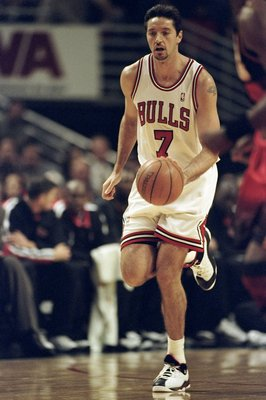 9 Feb 1999: Toni Kukoc #7 of the Chicago Bulls dribbles the ball during the game against the Atlanta Hawks at the United Center in Chicago, Illinois. The Hawks defeated the Bulls 87-71.  Mandatory Credit: Jonathan Daniel  /Allsport