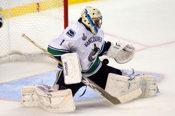 BOSTON, MA - JUNE 06:  Roberto Luongo #1 of the Vancouver Canucks tends goal against the Boston Bruins during Game Three of the 2011 NHL Stanley Cup Final at TD Garden on June 6, 2011 in Boston, Massachusetts.  (Photo by Jim Rogash/Getty Images)