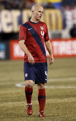 EAST RUTHERFORD, NJ - MARCH 26:  Michael Bradley #4 of the United States plays during the first half of a friendly match with Argentina at New Meadowlands Stadium on March 26, 2011 in East Rutherford, New Jersey.  (Photo by Jeff Zelevansky/Getty Images)