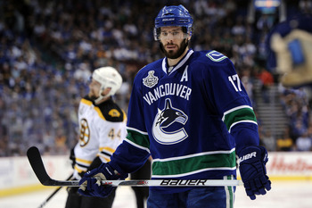 VANCOUVER, BC - JUNE 01:  Ryan Kesler #17 of the Vancouver Canucks in action against the Boston Bruins during game one of the 2011 NHL Stanley Cup Finals at Rogers Arena on June 1, 2011 in Vancouver, Canada.  (Photo by Harry How/Getty Images)