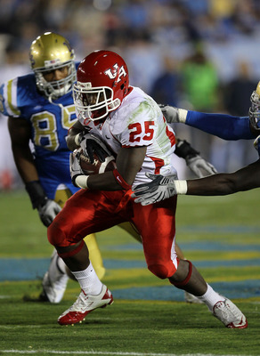 PASADENA, CA - SEPTEMBER 18:  Running back Bryce Beall #25 of the Houston Cougars carries the ball against the UCLA Bruins at the Rose Bowl on September 18, 2010 in Pasadena, California.  UCLA won 31-13.  (Photo by Stephen Dunn/Getty Images)