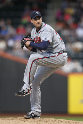 NEW YORK, NY - JUNE 03:  Derek Lowe #32 of the Atlanta Braves pitches against the New York Mets at Citi Field on June 3, 2011 in the Flushing neighborhood of the Queens borough of New York City.  (Photo by Nick Laham/Getty Images)