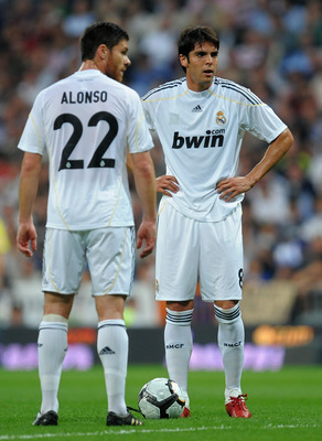 MADRID, SPAIN - OCTOBER 31:  Kaka (R) of Real Madrid stands with his teammate Xabi Alonso prior to taking a free kick during the La Liga match between Real Madrid and Getafe at Estadio Santiago Bernabeu on October 31, 2009 in Madrid, Spain. Real Madrid wo